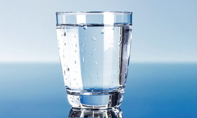 پانی کا عیسائی گلاس