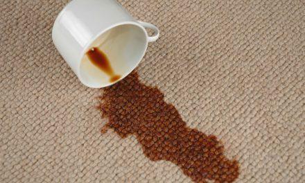 قیمتی قالین پر چائے گر جائے، تو دھبا مٹانے کے لئے یہ ٹوٹکا آزمائیں