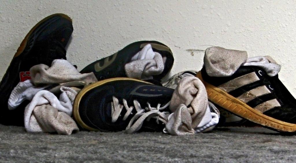 جوتوں اور جرابوں کی بدبو دفع کرنے کا ٹوٹکا