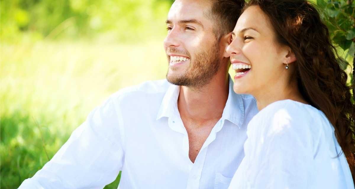 خواتین زیادہ مسکراتی ہیں کہ مرد حضرات؟