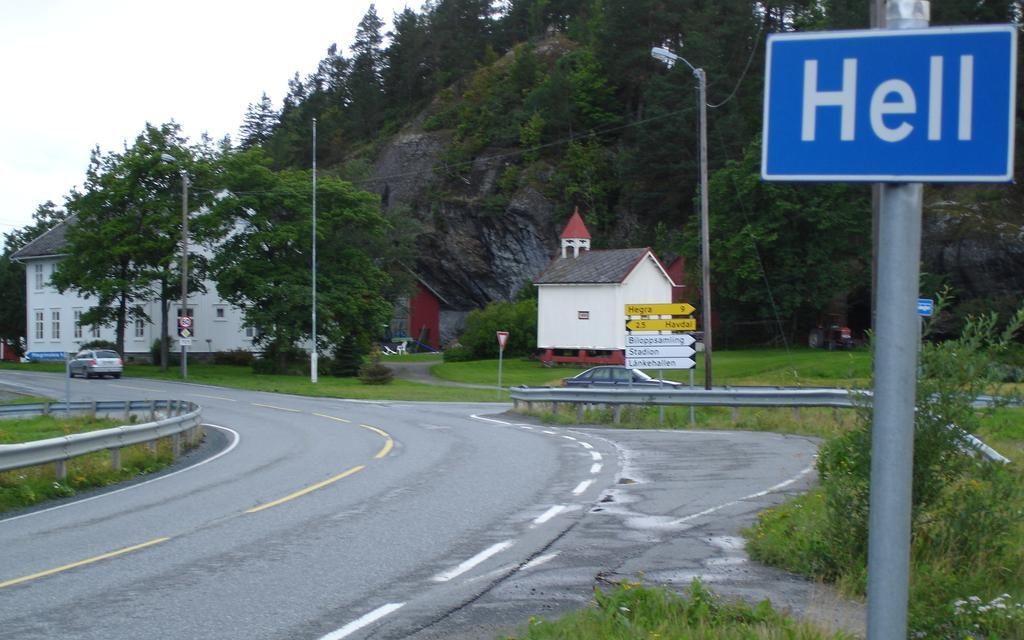 """مانتے ہیں کہ اس پیارے گاؤں کا نام """"دوزخ"""" ہے؟"""