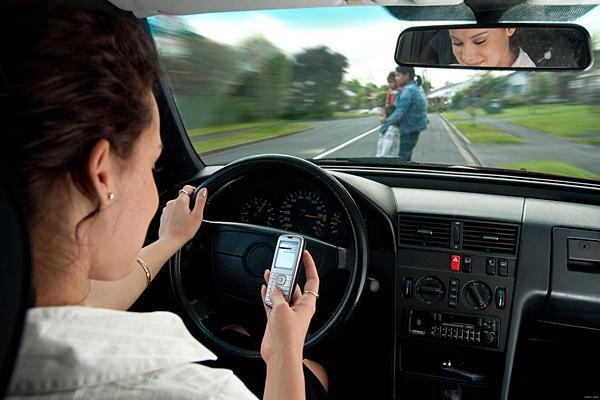 ڈرائیونگ کے دوران میں یہ عمل سالانہ کتنی جانیں لیتا ہے؟