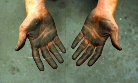 انگلیوں یا ہاتھ سے سیاہی کے داغ دھونے کا آسان سا ٹوٹکا
