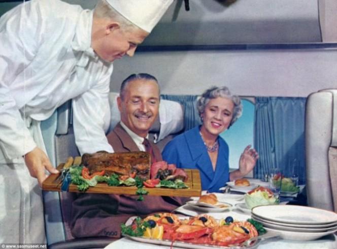 دورانِ پرواز کھانا ذائقہ دار کیوں نہیں لگتا؟