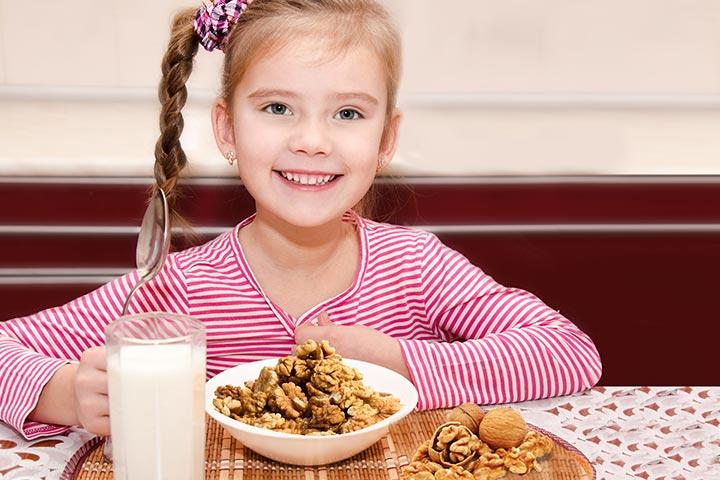 اخروٹ نہار منھ کھانے کا یہ فائدہ جانتے ہیں؟