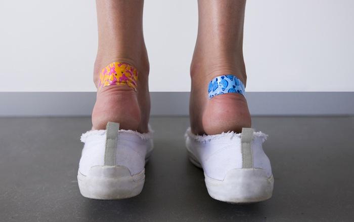نیا جوتا پہننے سے آبلے پڑتے ہوں، تو یہ ٹوٹکا آزمائیں