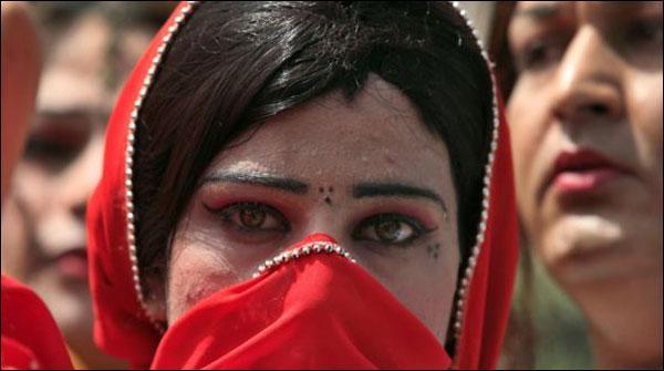 خواجہ سرا نہیں، ہمارے رویے مسئلہ ہیں