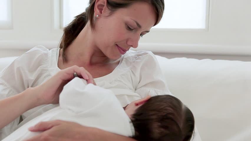 جن ماؤں کا دودھ کم ہو، مٹر زیادہ کھائیں، تحقیق