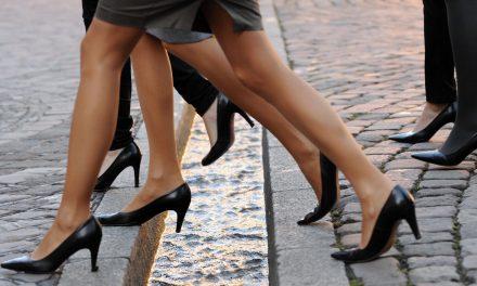 مانتے ہیں کہ کبھی اونچی ایڑی والے جوتے مرد پہنتے تھے؟