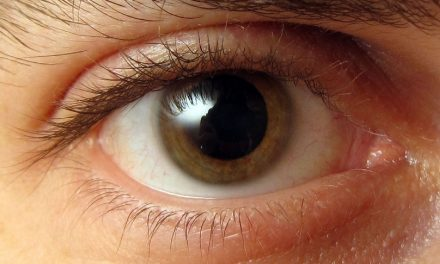 کوئی پیارا سامنے آئے، تو آنکھوں کی پتلی پھیلتی ہے