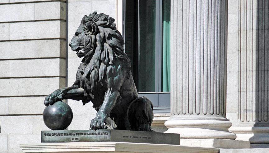 دنیا میں جاندار شیر سے زیادہ اس کے مجسمے ہیں