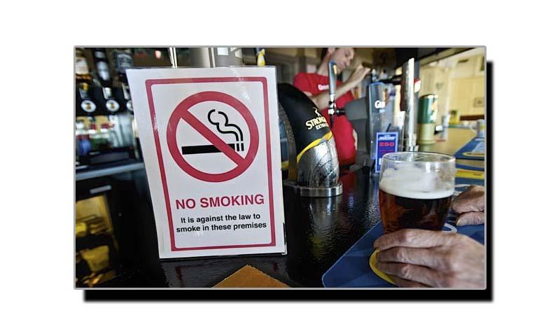 1 جون، انگلینڈ میں عوامی مقامات پر تمباکو نوشی پر پابندی عائد