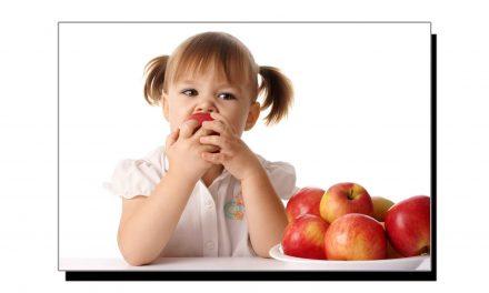 رات کو بار بار پیشاب آنے سے پریشاں ہیں، تو سیب کھائیے