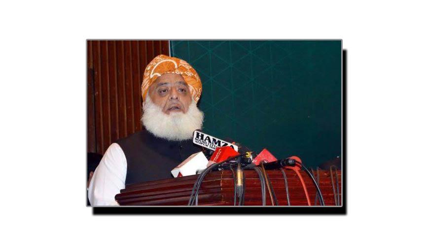مولانا حکومتی صفوں میں کھلبلی مچانے میں کامیاب