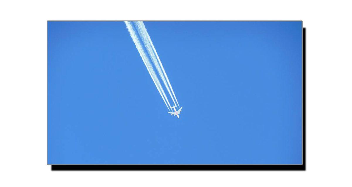 آسمان پر جہاز کے پیچھے دھویں کی لکیر کیوں بنتی ہے؟