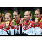 ہر اولمپئن گولڈ میڈل کو تصویر کشی کے وقت دانتوں سے کاٹتا کیوں ہے؟
