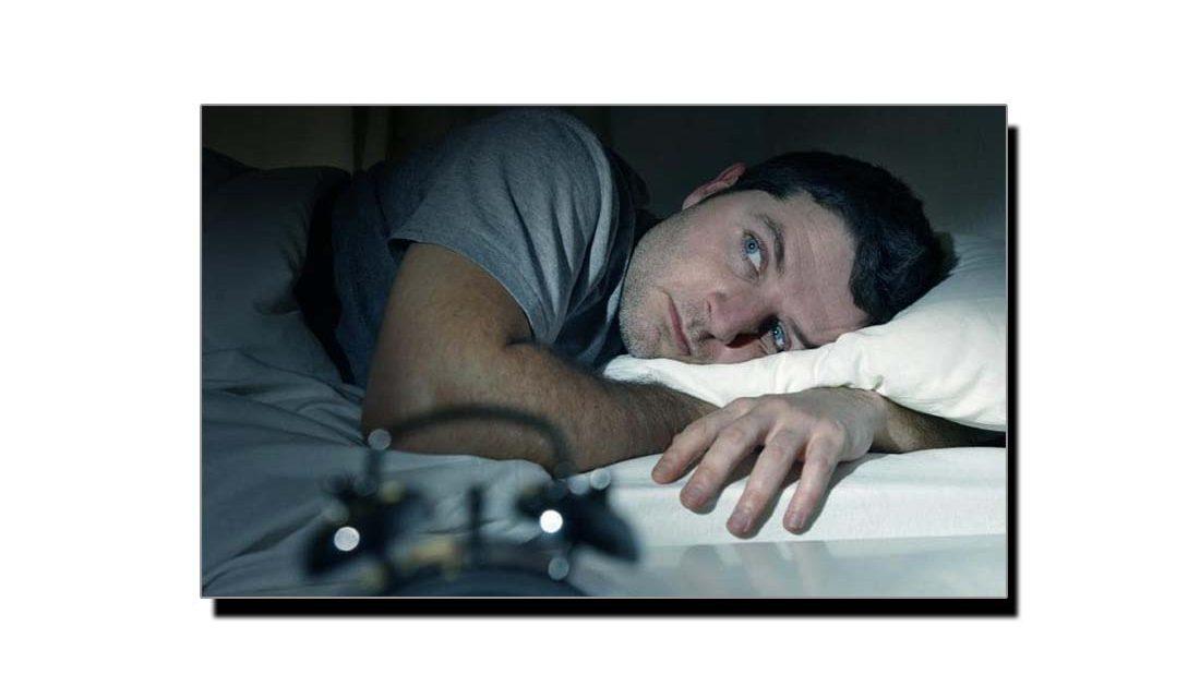 پُرسکون نیند حاصل کرنے کے لیے یہ عادت چھوڑ دیں