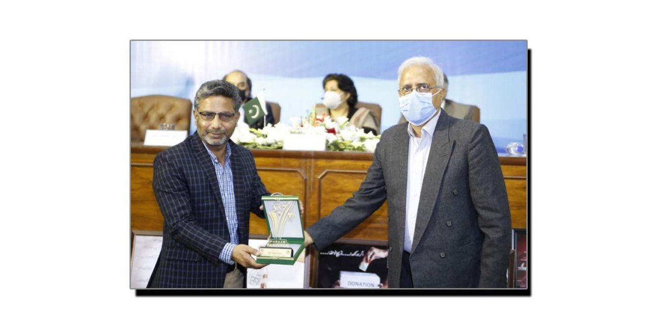 """فضل خالق """"پُرعزم پاکستان ایوارڈ"""" اپنے نام کرگئے"""