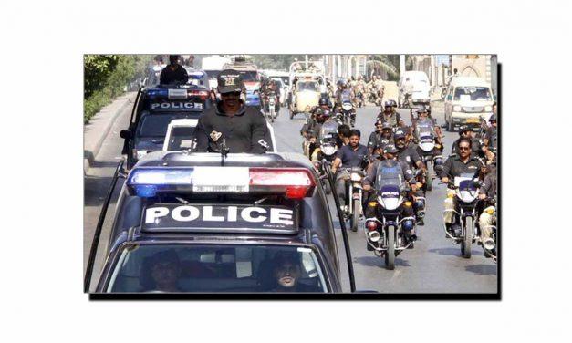 پولیس کو سلیوٹ کرنا تو بنتا ہے!