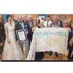 یہ ہے دنیا کا سب سے لمبا عروسی جوڑا